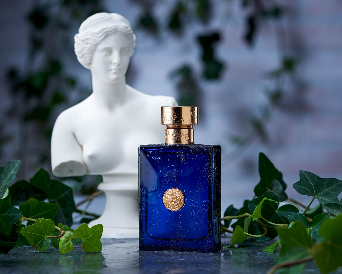 product photographer cosmetics photography Versace Blue Dylan cologne perfume pour homme pour femme